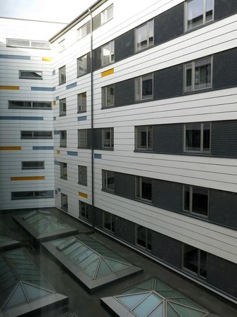 Tallink Hotel Riga : Blick auf die gegenüberliegenden Zimmer