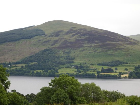 Ben Lawers Hotel: View from carpark