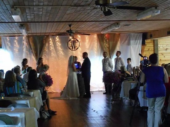 Hope Cabins and Banquet, LLC: ceremony at Hope Cabins