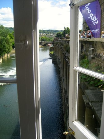 Pulteney Bridge: the view from the little tea shop at the end of the bridge
