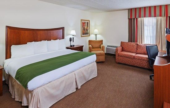 ‪كانتري إن آند سويتس باي كارلسون تولسا سنترال: Country Inn Siutes Tulsa OKKing Suite Room‬