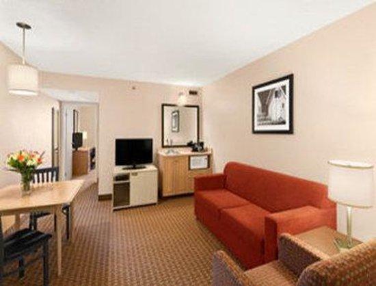 Travelodge Suites Halifax Dartmouth: Suite