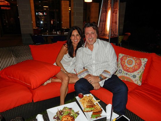 Hotel Indigo Long Island - East End : Rosario Cassata with Guest at the Outside Dinning Area