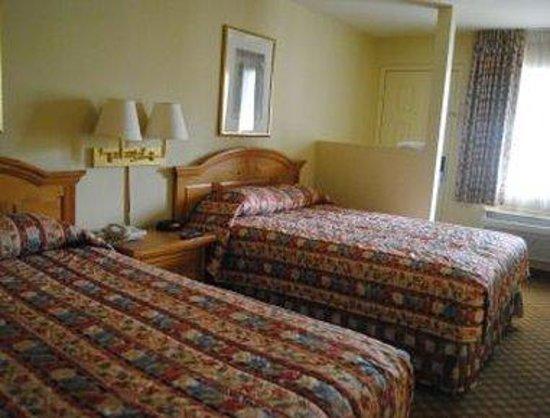 Days Inn & Suites Tempe: 2 Queen Bedroom