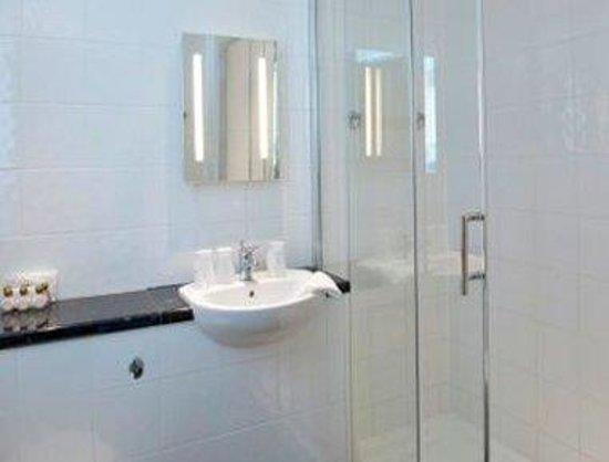 Marsham Court Hotel: Bathroom