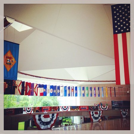 National Constitution Center : Flags of the states