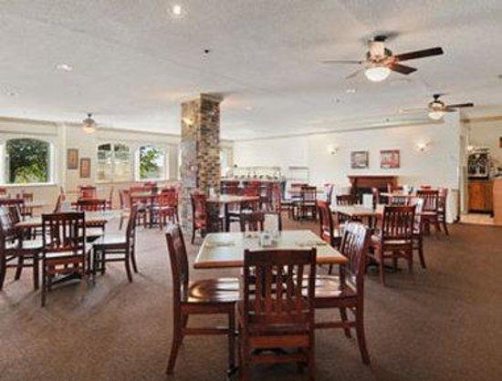 Canadas Best Value Inn : Breakfast Area