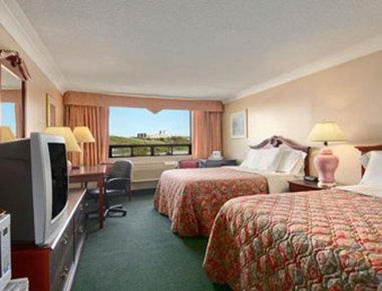 Canadas Best Value Inn : Standard Two Double Bedroom