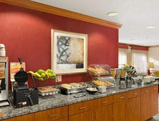 Baymont Inn & Suites Evansville North/Haubstadt: Breakfast Area