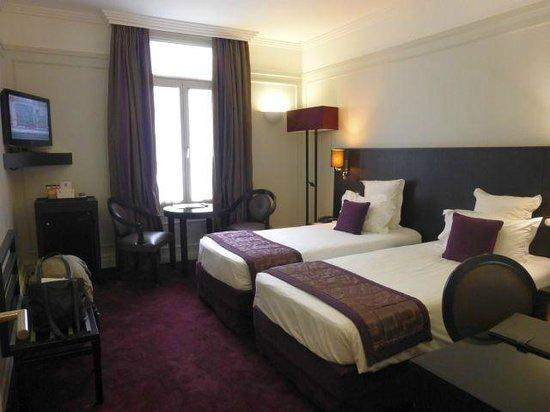 Hotel California Paris Champs Elysees: Room 509