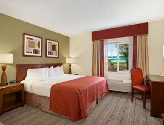 Baymont Inn & Suites Evansville North/Haubstadt: Jacuzzi Suite