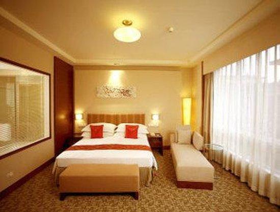 Ramada Beijing North: Deluxe Room With One King Bed