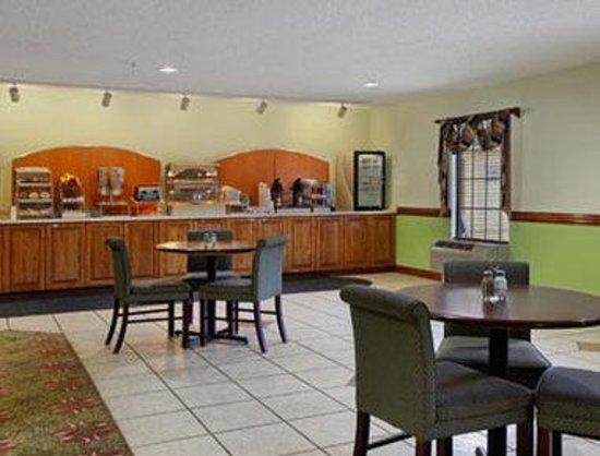 Days Inn Shallotte: Breakfast Area