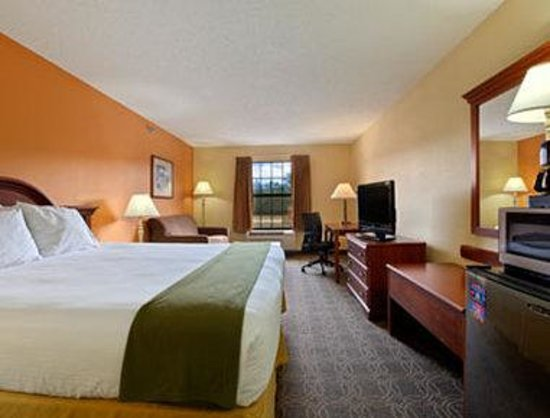 Days Inn Shallotte: King Executive Suite