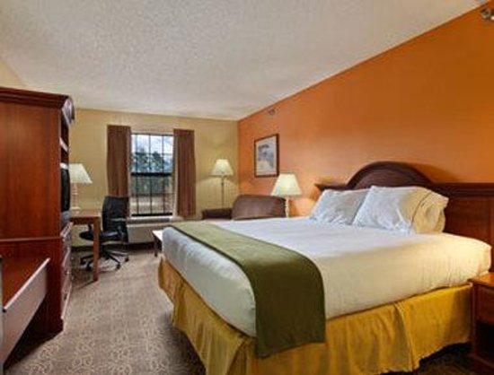 Days Inn Shallotte: Standard One King Bed Room