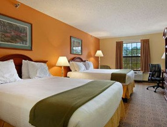 Days Inn Shallotte: Standard Two Queen Bed Room