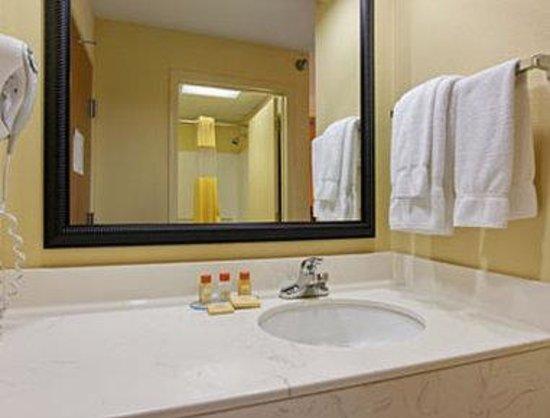 Days Inn Shallotte: Bathroom
