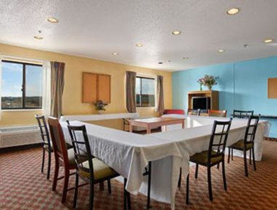 Baymont Inn & Suites Warrenton : Meeting Room