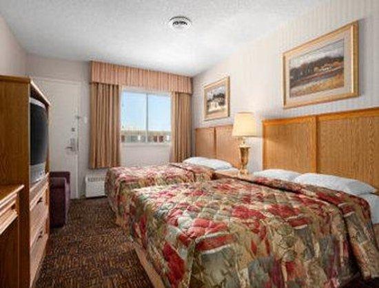 Travelodge North Battleford: Standard 2 Queen Bed Room
