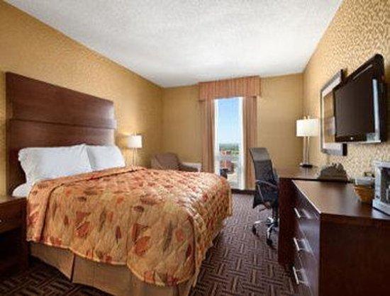 Travelodge North Battleford: Standard 1 Queen Bed Room