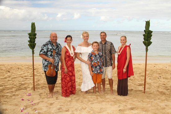 Outrigger Reef Waikiki Beach Resort: Vow Renewal Ceremony - OUTSTANDING