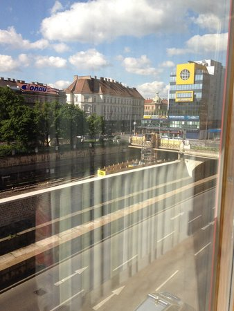 Renaissance Wien Hotel: View