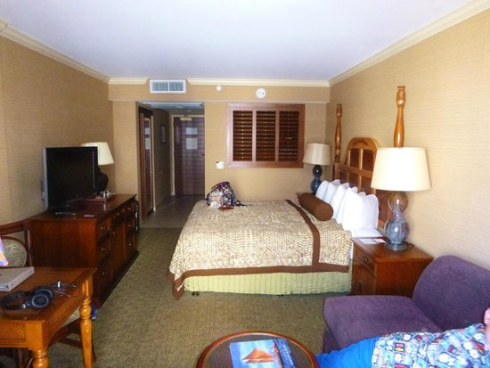 Outrigger Reef Waikiki Beach Resort: Our Ocean View Room (Rm 946)