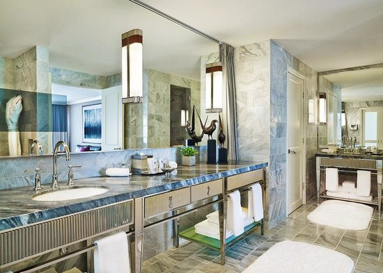 The St. Regis Aspen Resort: Aspen Mountain Suite - Master Bathroom