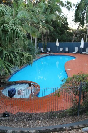 Shelly Beach Resort: pool area
