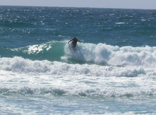 Harlyn Sands Holiday Park: Surfing at Constantine Beach!