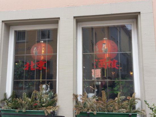 China Restaurant Peking: 中式餐廳一定會有的大紅燈籠, 按我的經驗, 高級一點的會使用宮燈, 燈籠也成了一種指標