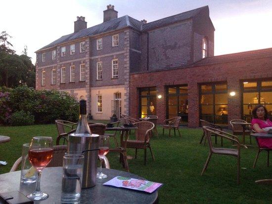 Maryborough Hotel & Spa: Sundown in the garden