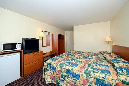 Travelers Inn: One King Bed