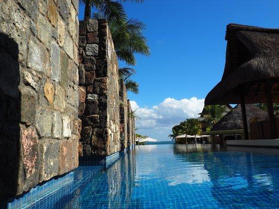 Angsana Balaclava Mauritius: Infinity pool