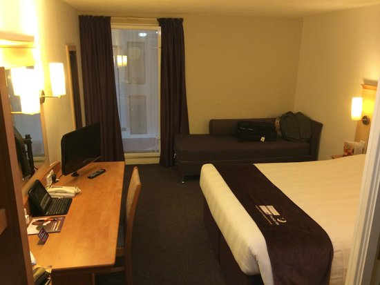 Premier Inn London Heathrow Airport (Bath Road) Hotel: Room from Door