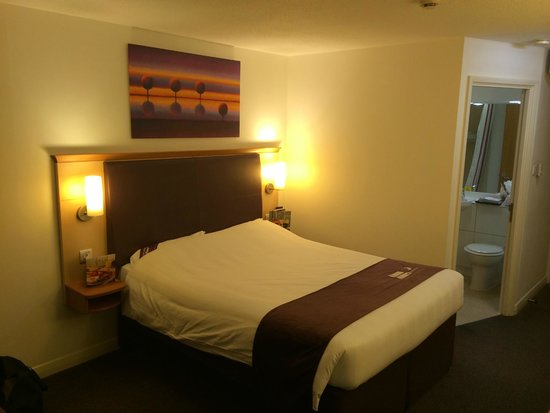 Premier Inn London Heathrow Airport (Bath Road) Hotel: Bed