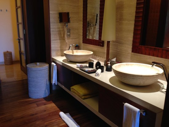 Angsana Balaclava Mauritius: Gorgeous bathroom his&her