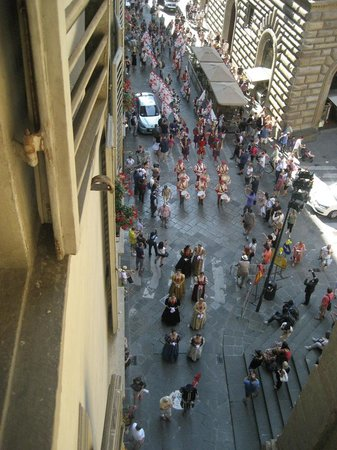 Bernini Palace Hotel : Beginning of parade women in medieval costume and drummers.