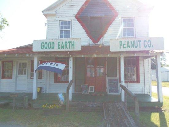 Good Earth Peanut Company: The cutest shop.