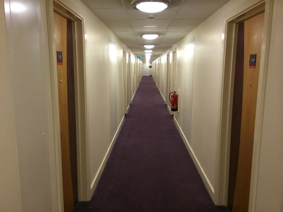 Premier Inn London Heathrow Airport (Bath Road) Hotel: Hallway