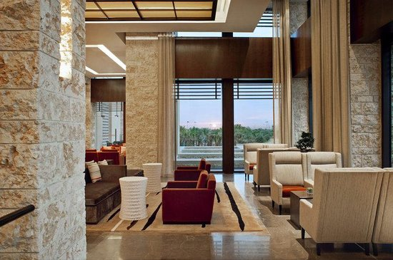 The Westin Abu Dhabi Golf Resort & Spa: Lobby Lounge Seating Area