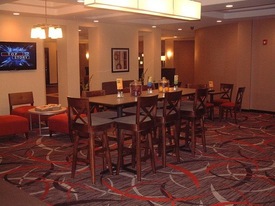 Holiday Inn Express and Suites - Bradford : Breakfast Area