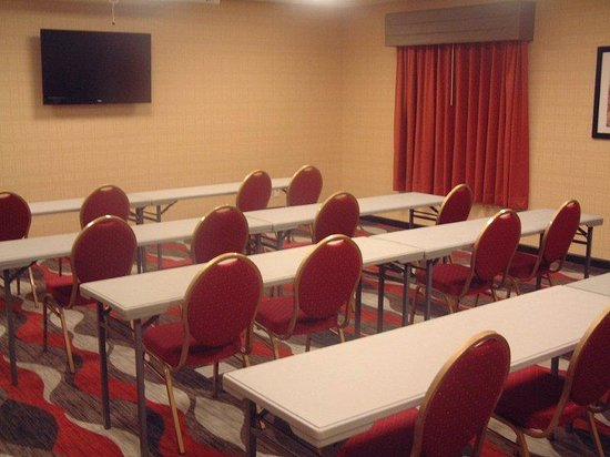 Holiday Inn Express and Suites - Bradford: Meeting Room