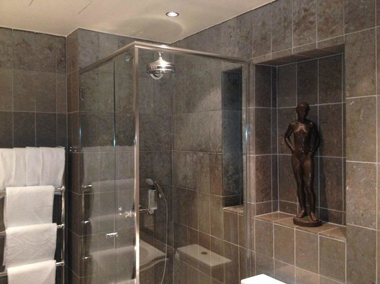 Victory Hotel: shower
