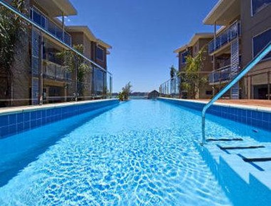 Edgewater Palms Apartments: Welcome to the Ramada Suites Paihia