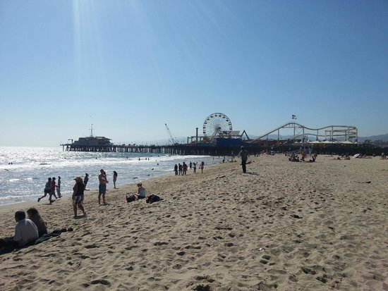 Loews Santa Monica Beach Hotel : Beach and Santa Monica Pier