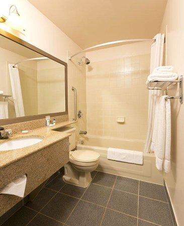 BEST WESTERN Laval-Montreal : Guest Bathroom