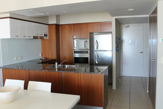 Mantra Towers of Chevron : 2 bedroom kitchen