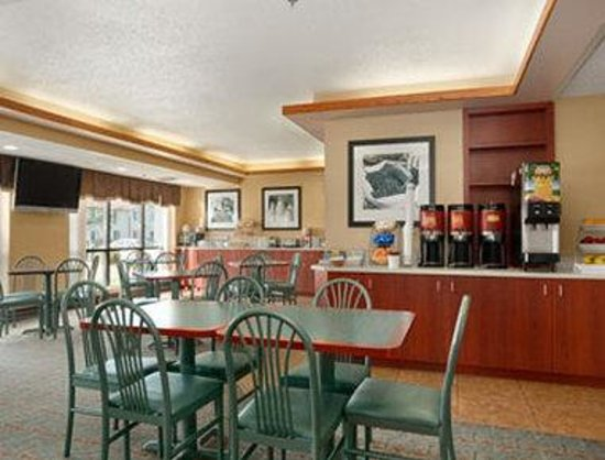 Days Inn Fargo: Breakfast Setup