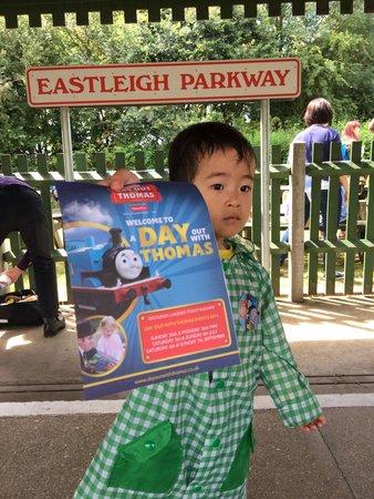 Eastleigh Lakeside Railway: Eastleigh parkway